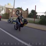 motard-percute-feu-circulation-ride-of-the-century