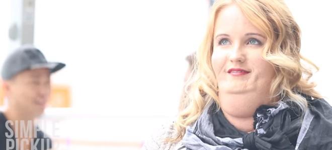 Femme grosse à un rendez-vous Tinder