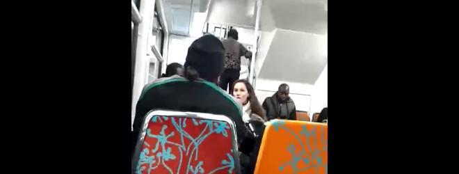 Une femme agresse un homme en djellaba dans le RER