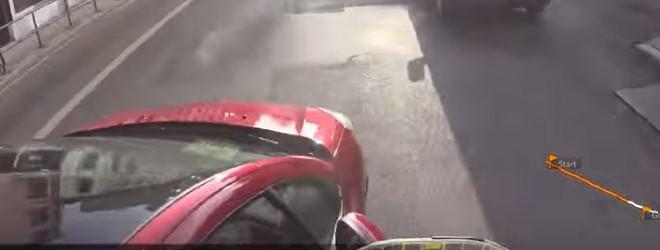 Un automobiliste tente de faire tomber un cycliste (Lyon)