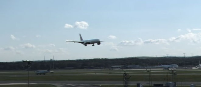 Atterrissage spectaculaire d'un Boeing 777 à Francfort