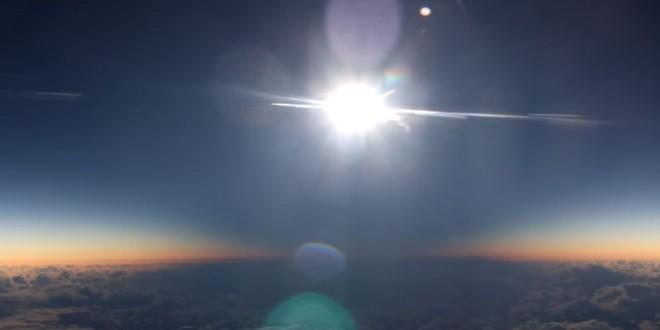Éclipse solaire depuis un avion