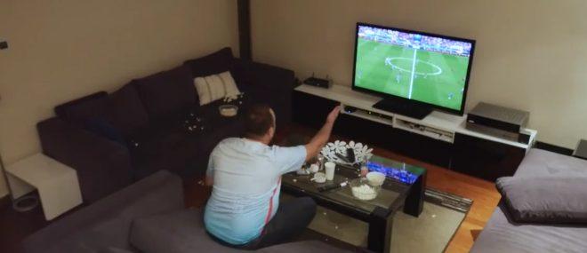 Piégé par sa femme, un supporter turc casse sa télé (Euro 2016)