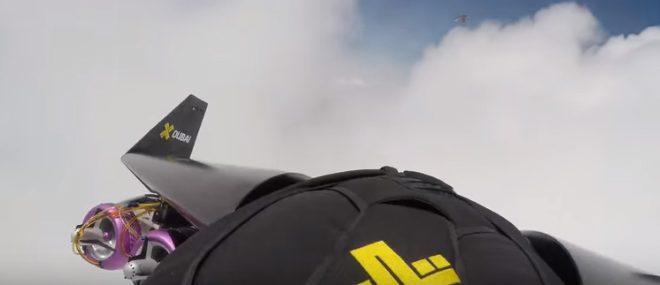 S'amuser dans les nuages avec une aile rigide