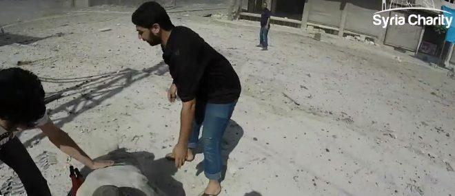 Dans la peau d'un brancardier pendant un bombardement (Syria Charity)