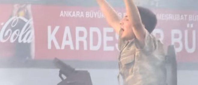 Un officier de police sauve un militaire putschiste (Turquie)