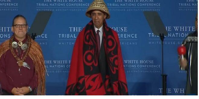 Le président Barack Obama se déguise en indien !