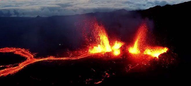 Un drone filme l'éruption du Piton de la Fournaise