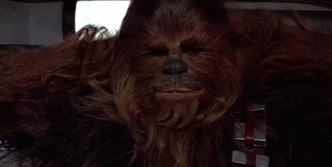 Chewbacca chante douce nuit pour Noël  !
