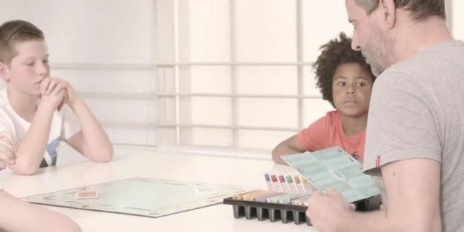 Des enfants et un Monopoly !